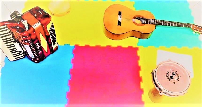 Η μουσική εκπαίδευση είναι κάτι που πηγάζει από την αρχαία Ελλάδα, καθώς οι άνθρωποι και άρχοντες του τόπου τότε έδιναν μεγάλη έμφαση στην καλλιτεχνική παιδεία και την καλλιέργεια των ανθρώπων. Θεωρούσαν γενικά τις τέχνες και ειδικά την μουσική παιδαγωγούς και φρόντιζαν να υπάρχουν στην ζωή των ανθρώπων.